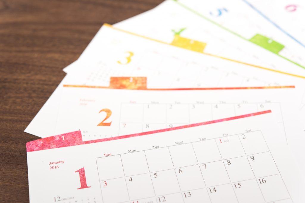 ピンク色のカレンダー