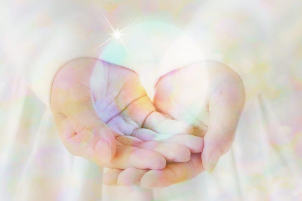 癒しを与える手