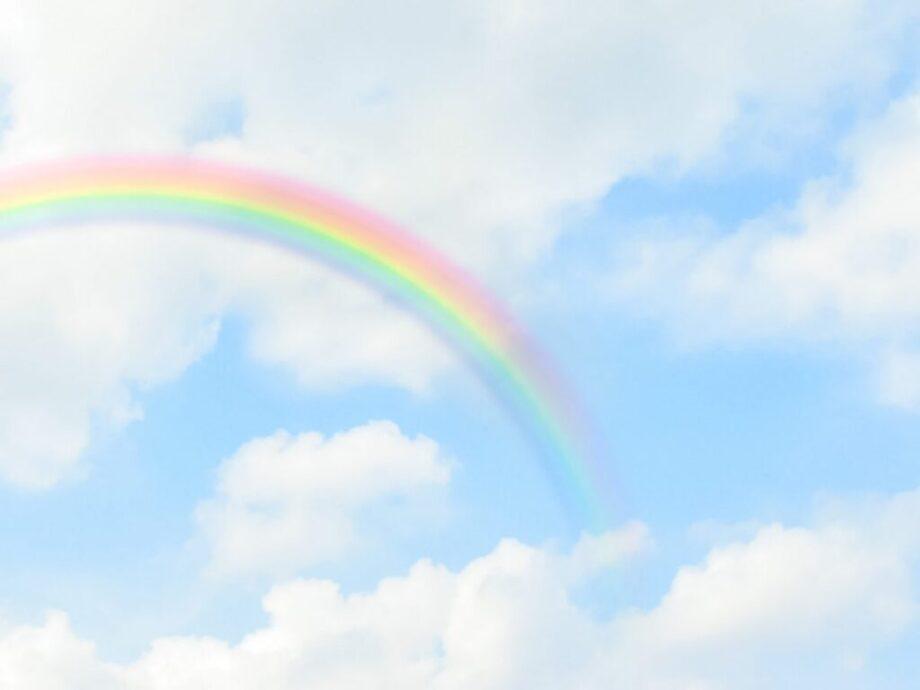 雲に掛かる虹