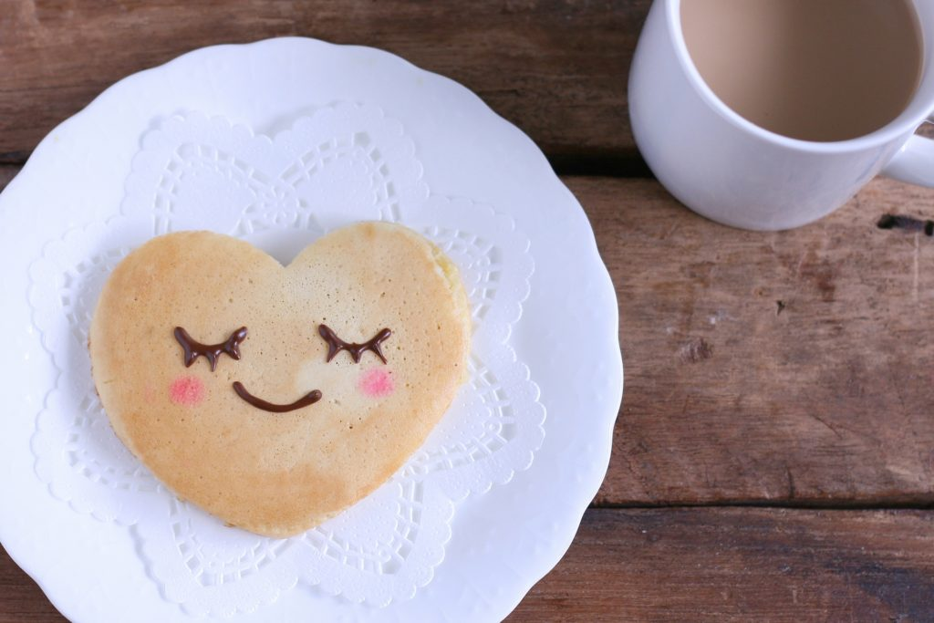 ハートのクッキーとコーヒー