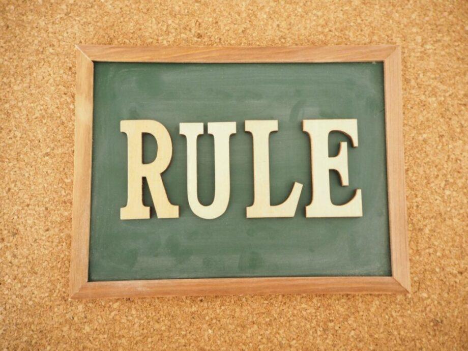 黒板に描かれたルール
