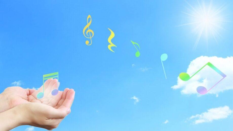 空に羽ばたく音符