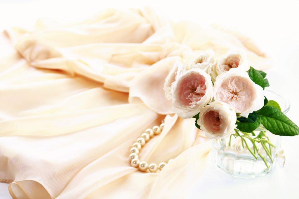 バラとドレスの抜け殻