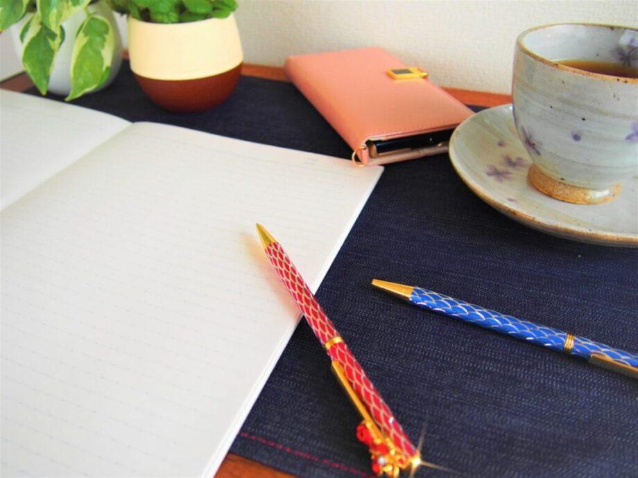 ノートとスマホとコーヒー