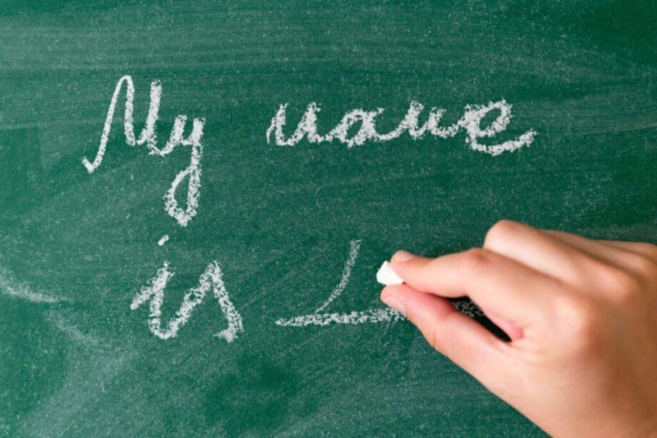 黒板に書く名前