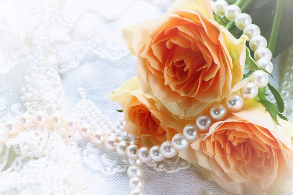 オレンジのバラと真珠